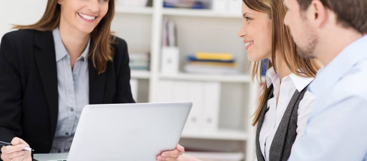 Como são contratadas as coberturas de seguro de vida?